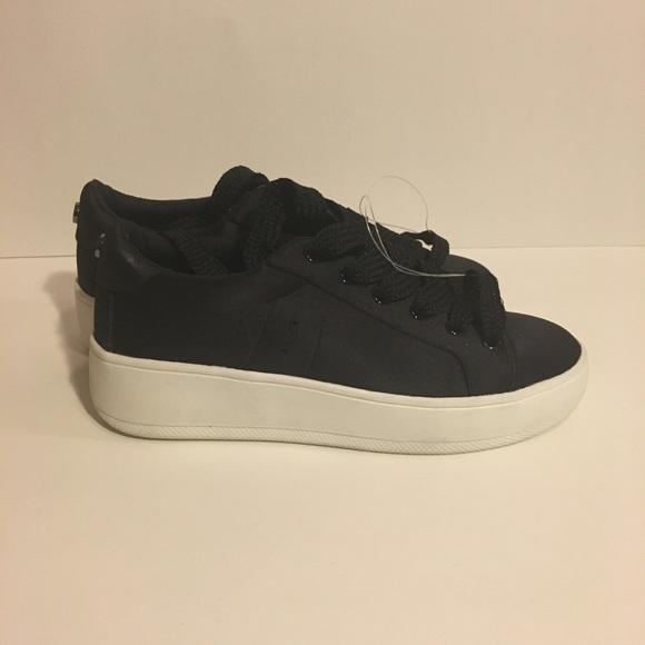 e454f174b01 Steve Madden Shoes - NWOT Women s Steve Madden Bertie-S Sneaker